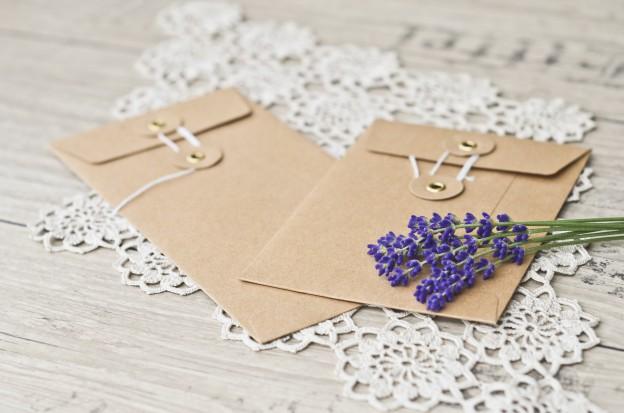 Neue Briefumschläge mit Naturkordel